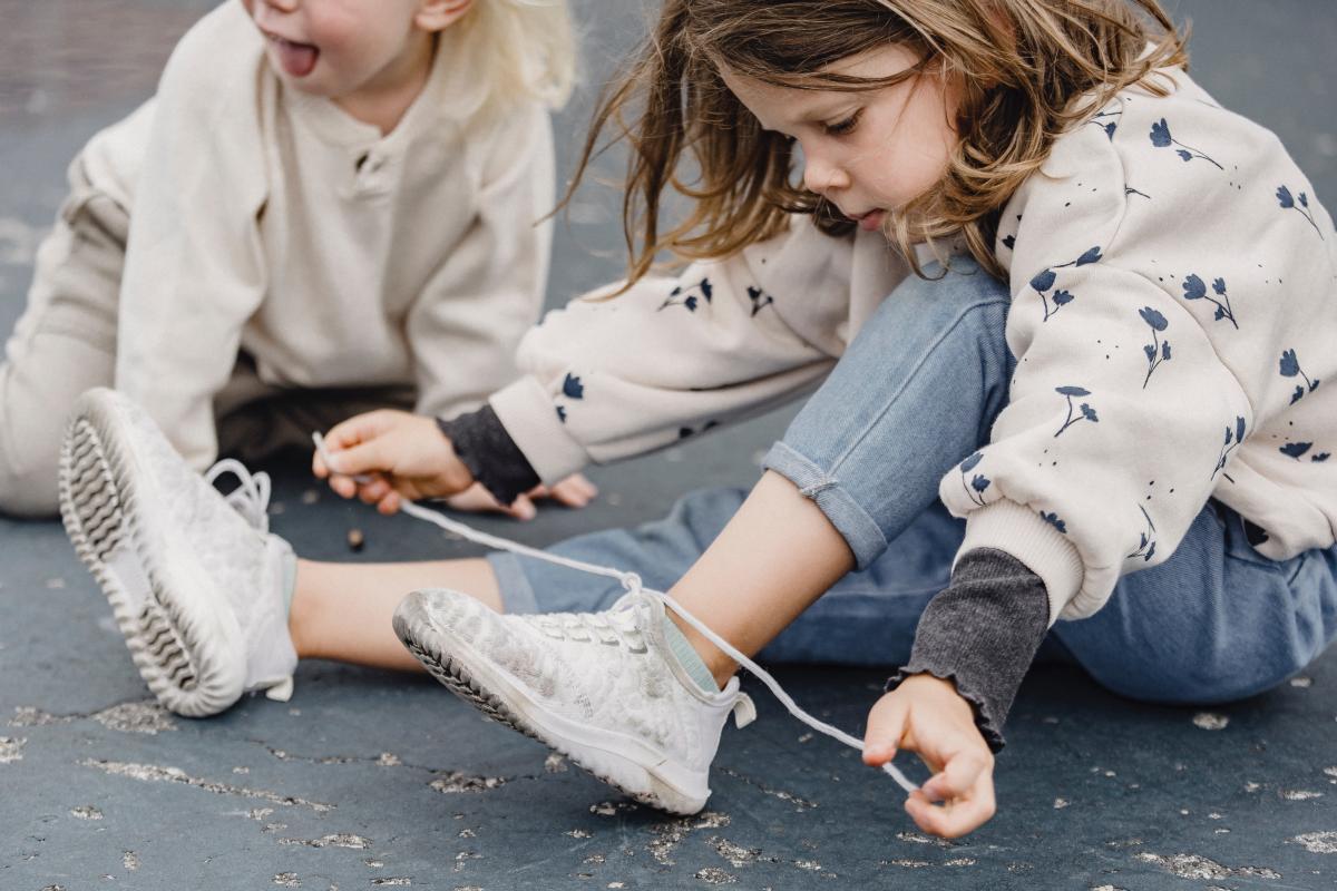 image-tying shoe lace.jpg